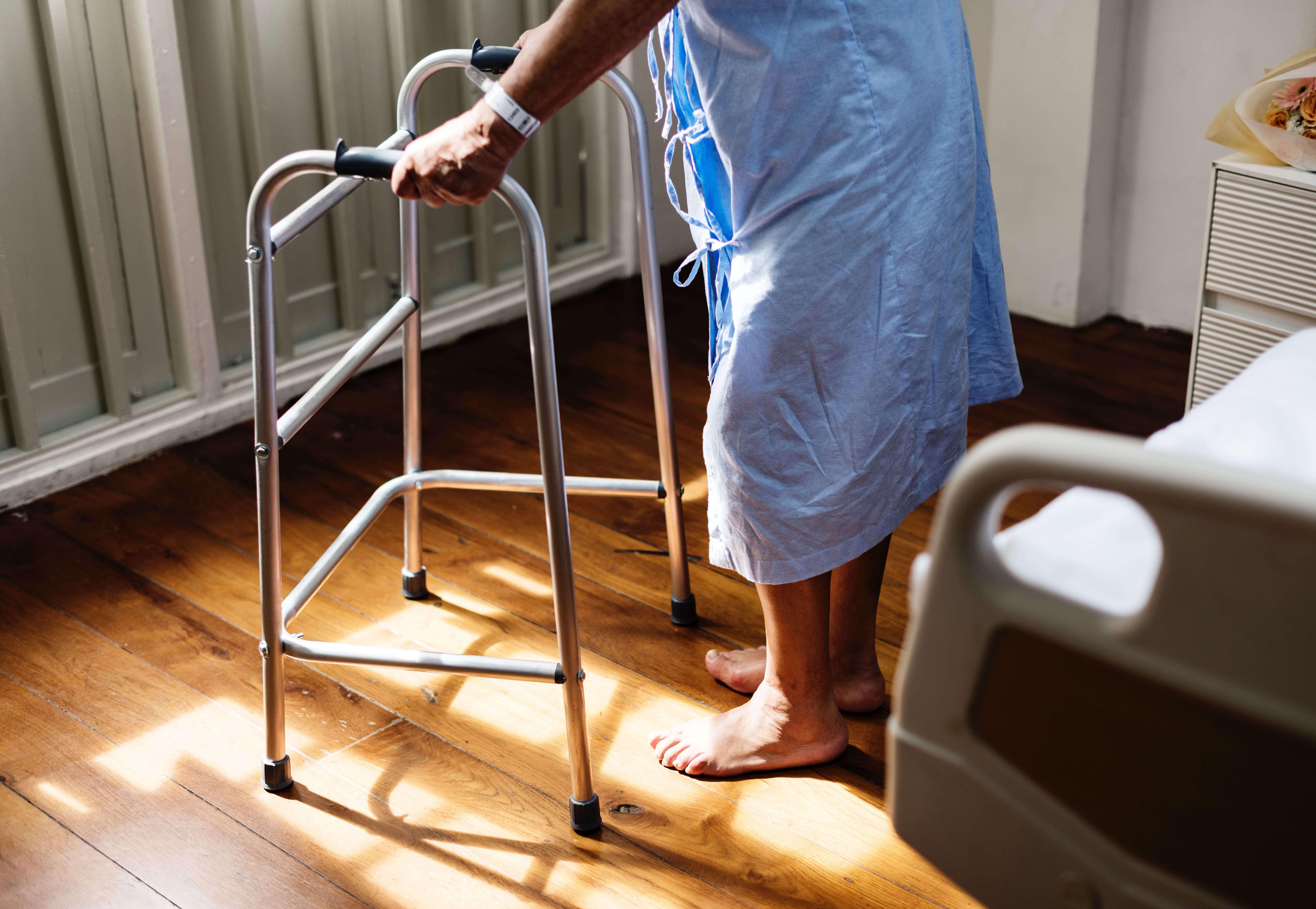 髖部骨折長輩,床上輕鬆做復健│家天使居家照護