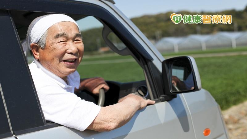老年人視力退化、腿腳無力 高齡駕駛應留意路上風險 家天使-找看護第一品牌