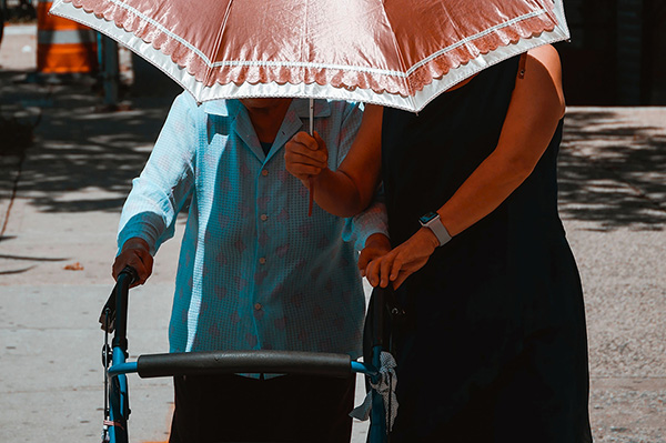 外籍看護工作內容與家天使照顧服務