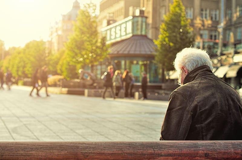 老年憂鬱症與家天使照顧服務